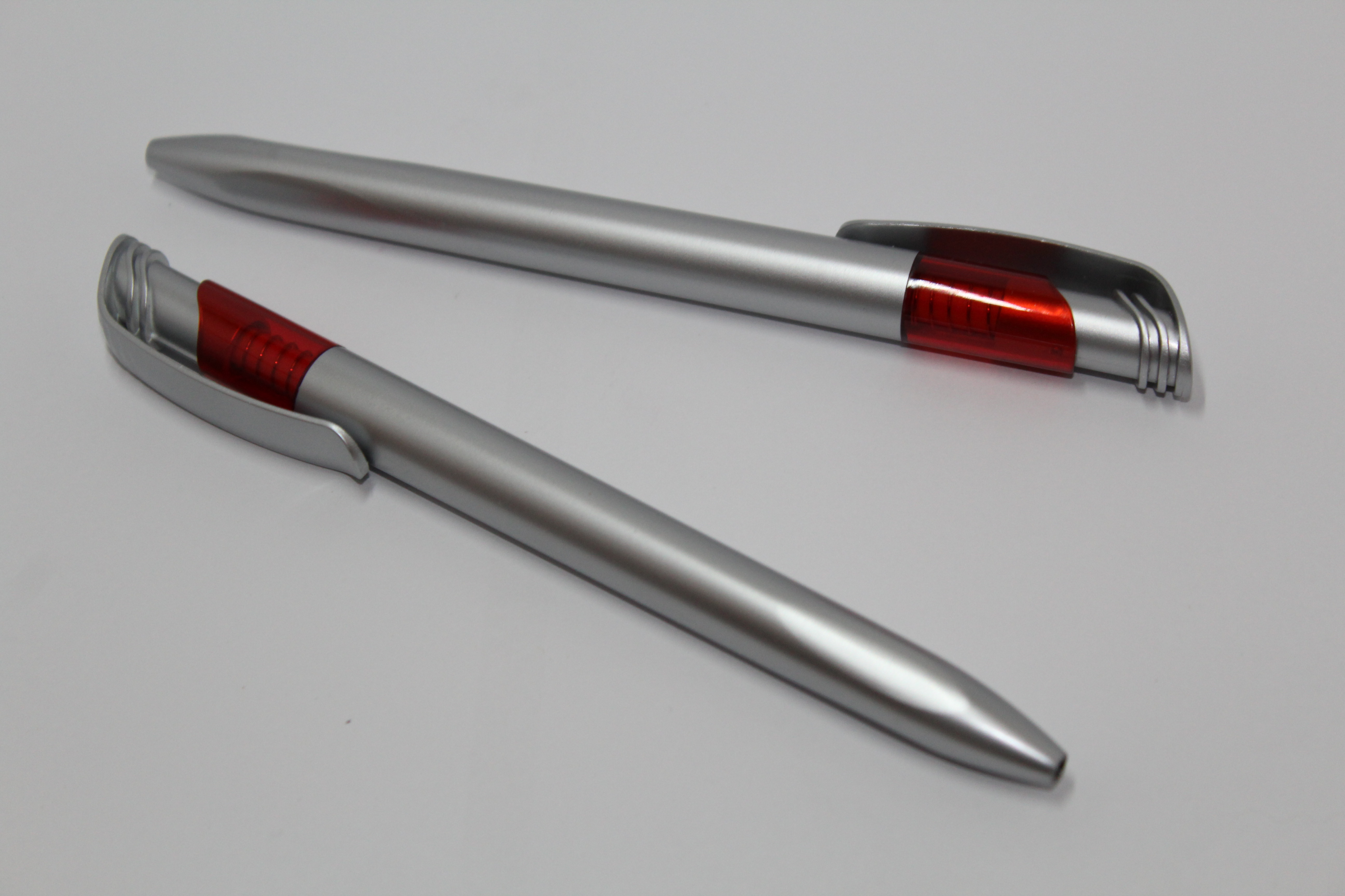 ручки серебристые с красным